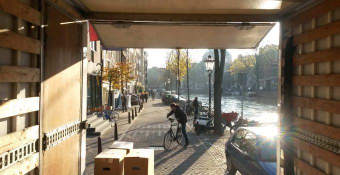 Verhuizen tips VerhuizersRotterdam verhuiswagen met verhuisdozen
